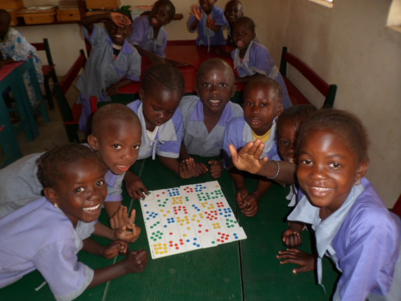 Kinderen in Faraba Kairaba nursery school in Gambia, Afrika